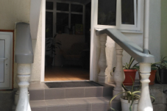 Второй вход вглубине двора
