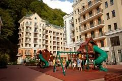 Детский городок среди корпусов Валсет апартментс